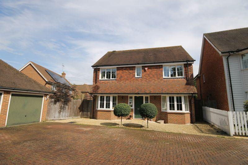 4 Bedrooms Detached House for sale in Sycamore Drive, Burgess Hill, West Sussex