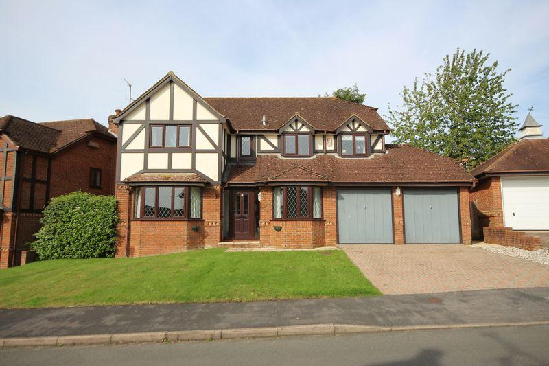 5 Bedrooms Detached House for sale in Farncombe Close, Wivelsfield Green