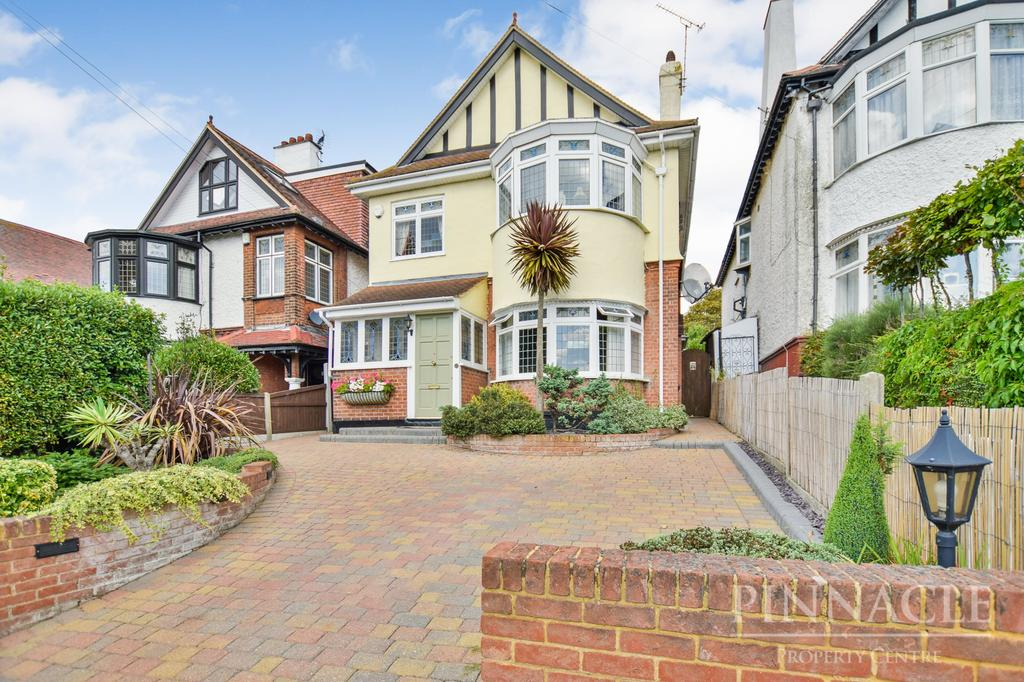 4 Bedrooms Detached House for sale in Galton Road, Westcliff On Sea, Essex