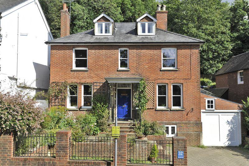 6 Bedrooms Detached House for sale in Charterhouse Road, Godalming
