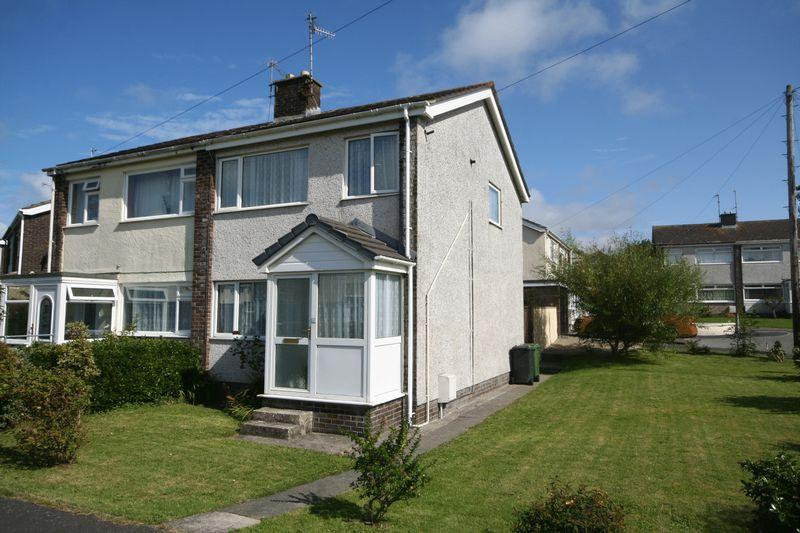 3 Bedrooms Semi Detached House for sale in Garreglwyd Park, Holyhead, Anglesey