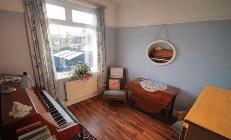 2 Bedrooms Bungalow for sale in New Road, Littleborough