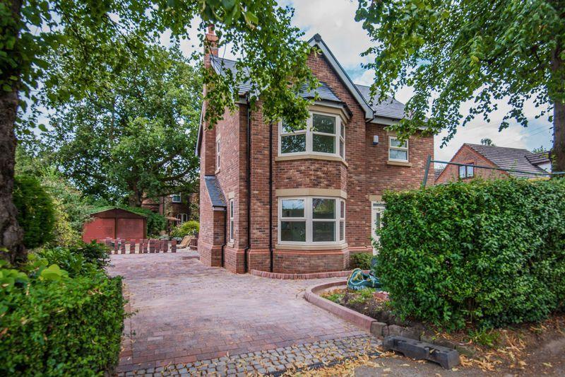 4 Bedrooms Detached House for sale in Barsbank Lane, Lymm