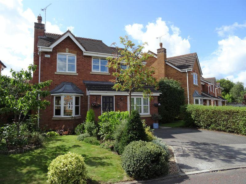 3 Bedrooms Detached House for sale in Chatsworth Gardens, Wrexham