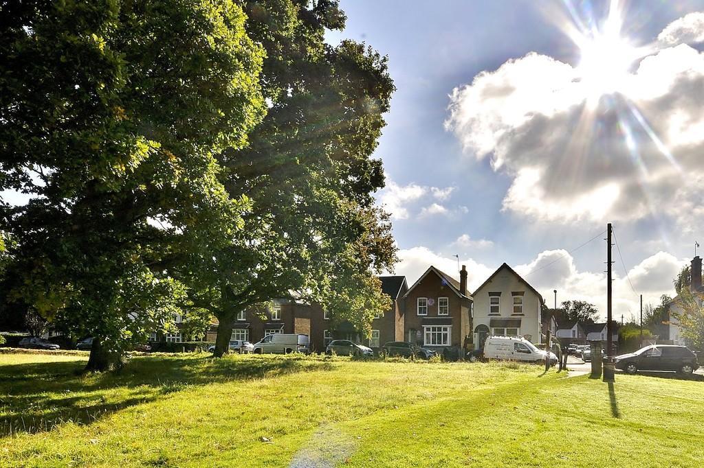 3 Bedrooms Detached House for sale in Oakdene Road, Peasmarsh