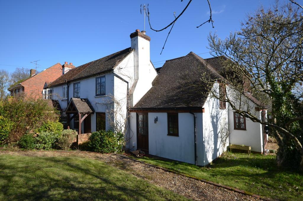 3 Bedrooms Semi Detached House for sale in Farnborough Road, Farnham
