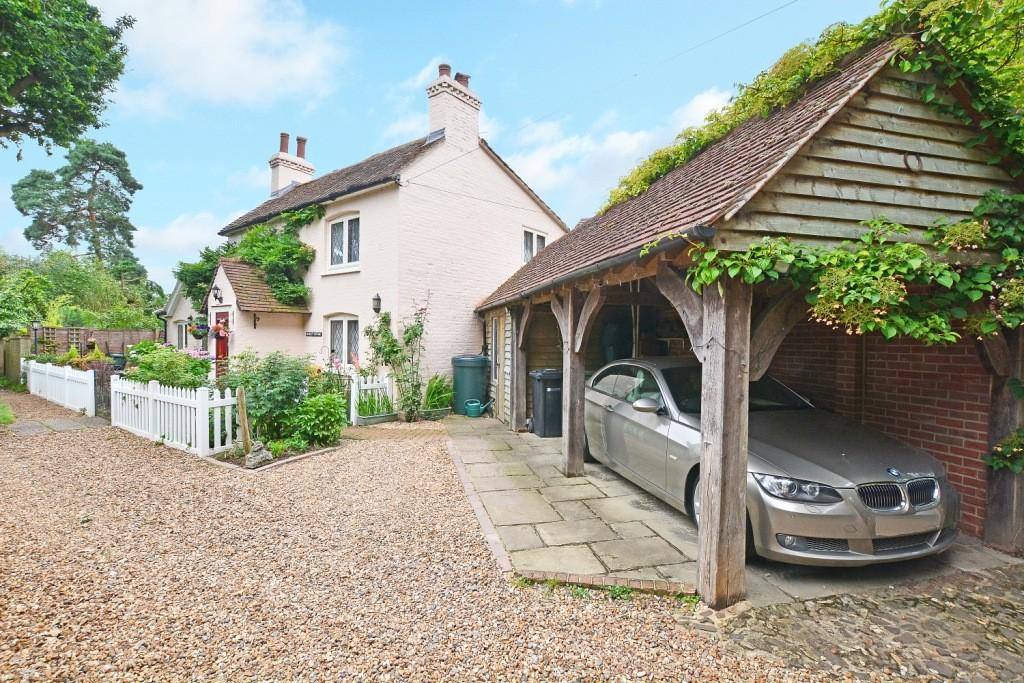 3 Bedrooms Detached House for sale in Send, Woking