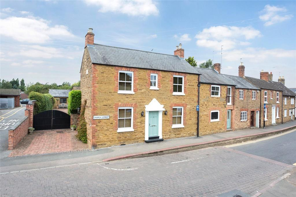 5 Bedrooms Barn Conversion Character Property for sale in Church Street, Moulton, Northamptonshire, NN3
