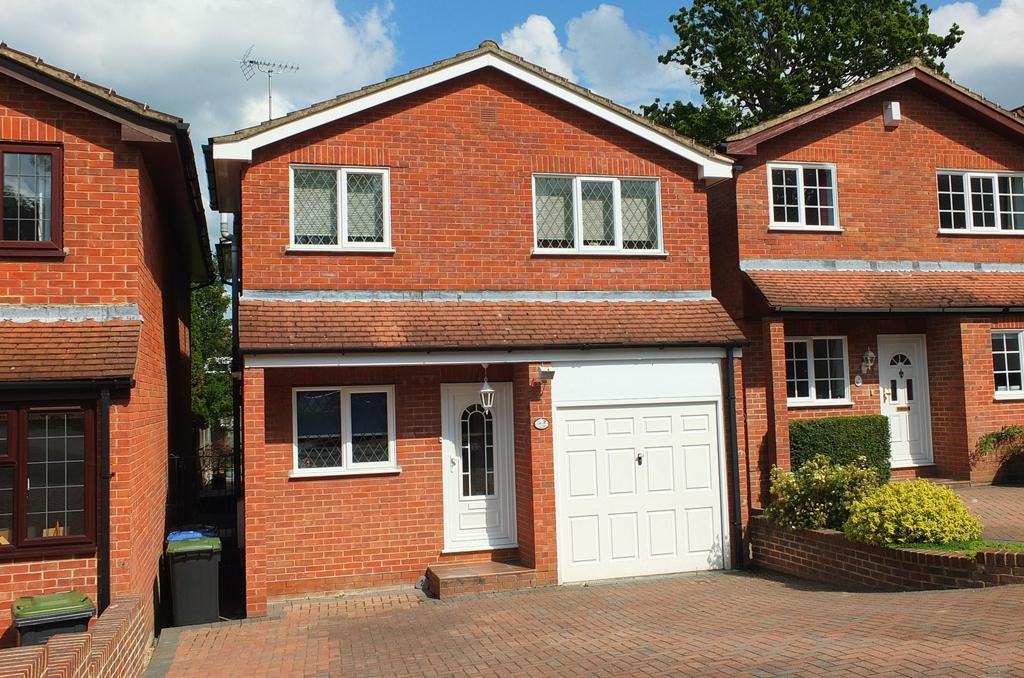 4 Bedrooms House for sale in Firlands, Priory Way, Haywards Heath, RH16