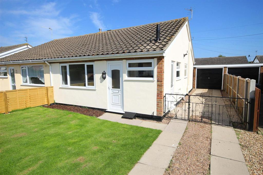 2 Bedrooms Semi Detached Bungalow for sale in 27 The Strand, Mablethorpe