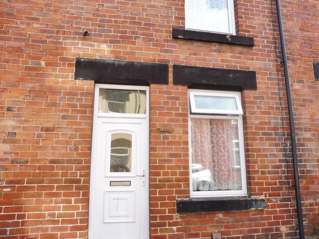 3 Bedrooms Terraced House for sale in Hoyland Street, Wombwell Barnsley S73