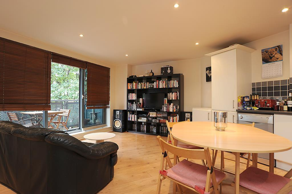 2 Bedrooms Flat for sale in Vista House, Chapter Way, SW19