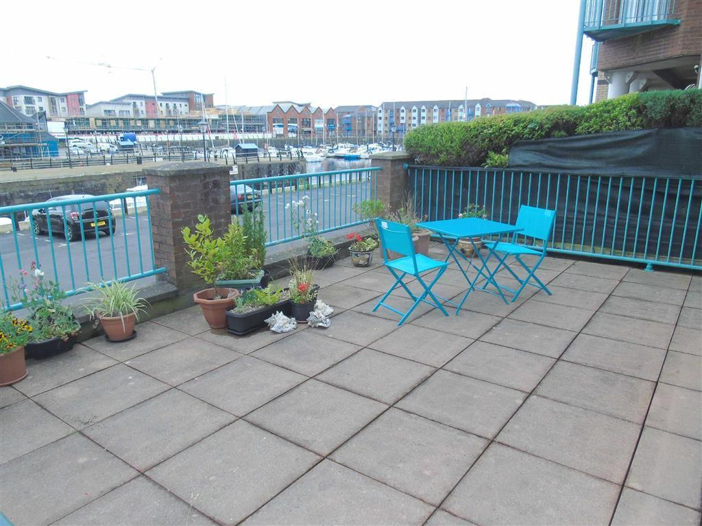 2 Bedrooms Flat for sale in Pocketts Wharf, Maritime Quarter, Swansea