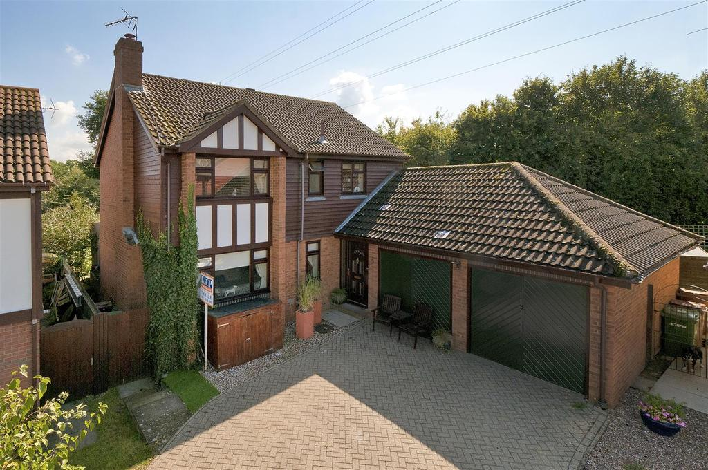 4 Bedrooms Detached House for sale in Goldfinch Close, Paddock Wood