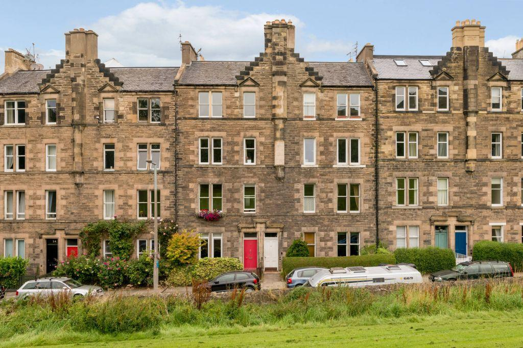 2 Bedrooms Flat for sale in 31 (1F1), Royal Park Terrace, Edinburgh, EH8 8JA