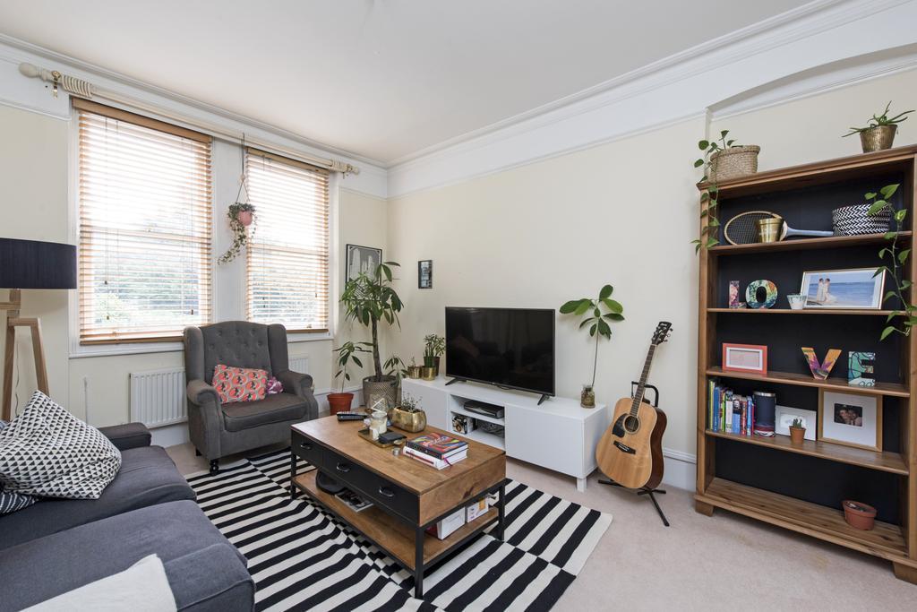 2 Bedrooms Flat for sale in Waldemar Avenue, SW6