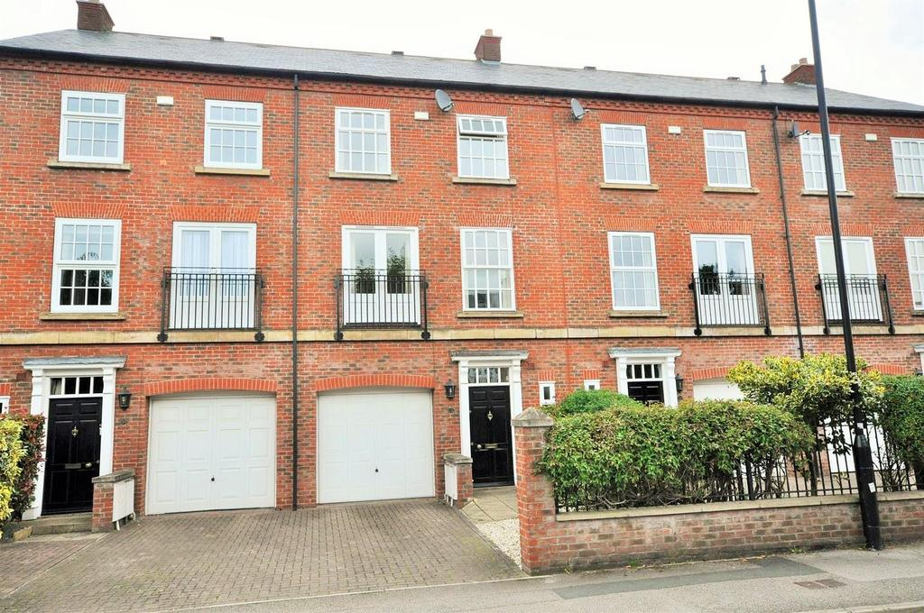 3 Bedrooms Town House for sale in Grosvenor Park, Bootham, York