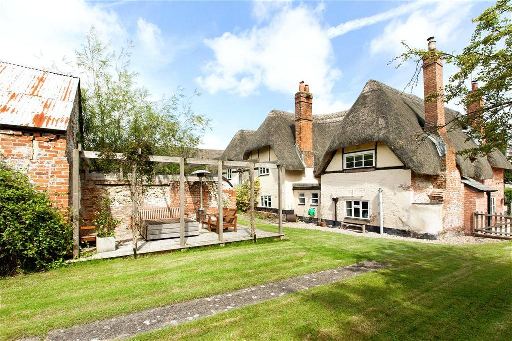 7 Bedrooms Detached House for sale in Appleshaw, Andover, Hampshire, SP11