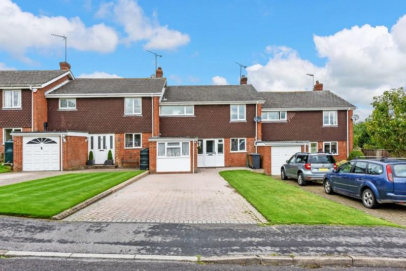 4 Bedrooms Terraced House for sale in St Peters Close, Shipton Bellinger, Tidworth