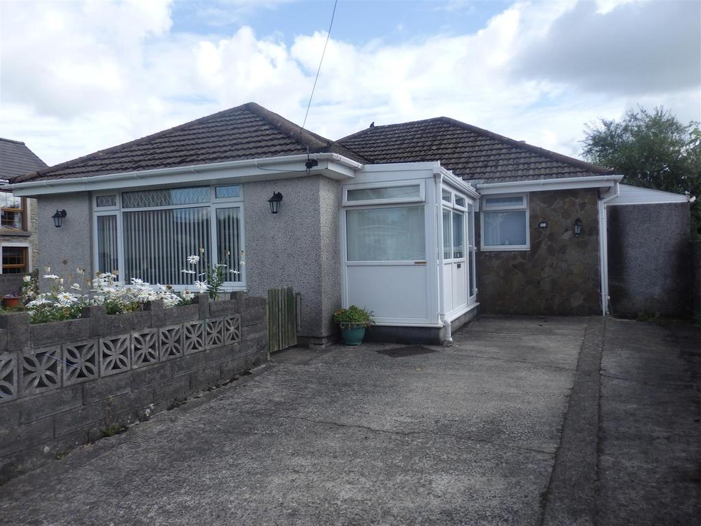 3 Bedrooms Detached Bungalow for sale in Station Road, Llangennech, Llanelli