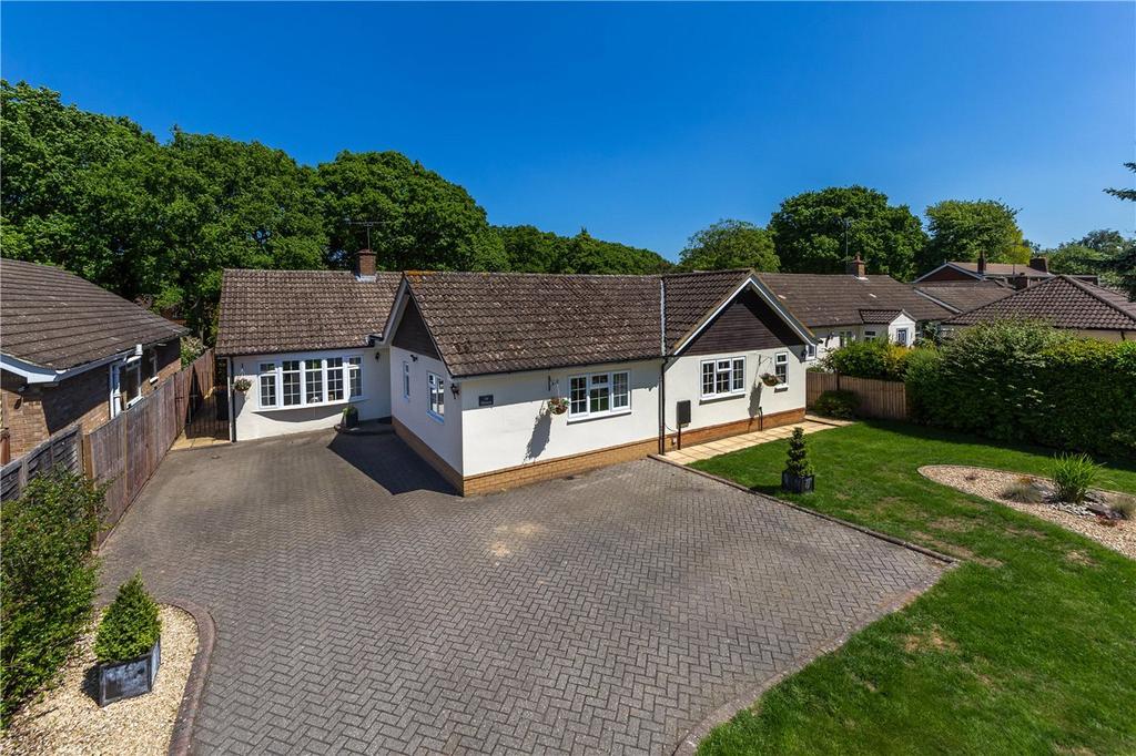 4 Bedrooms Detached Bungalow for sale in Oakway, Studham, Dunstable, Bedfordshire