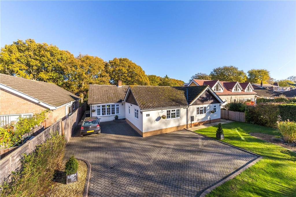 4 Bedrooms Detached Bungalow for sale in Oakway, Studham, Dunstable, Bedfordshire