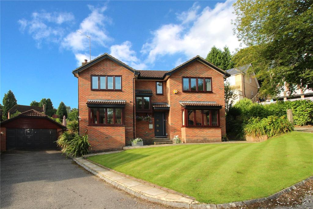 4 Bedrooms Detached House for sale in Laurel Dene, East Grinstead, West Sussex