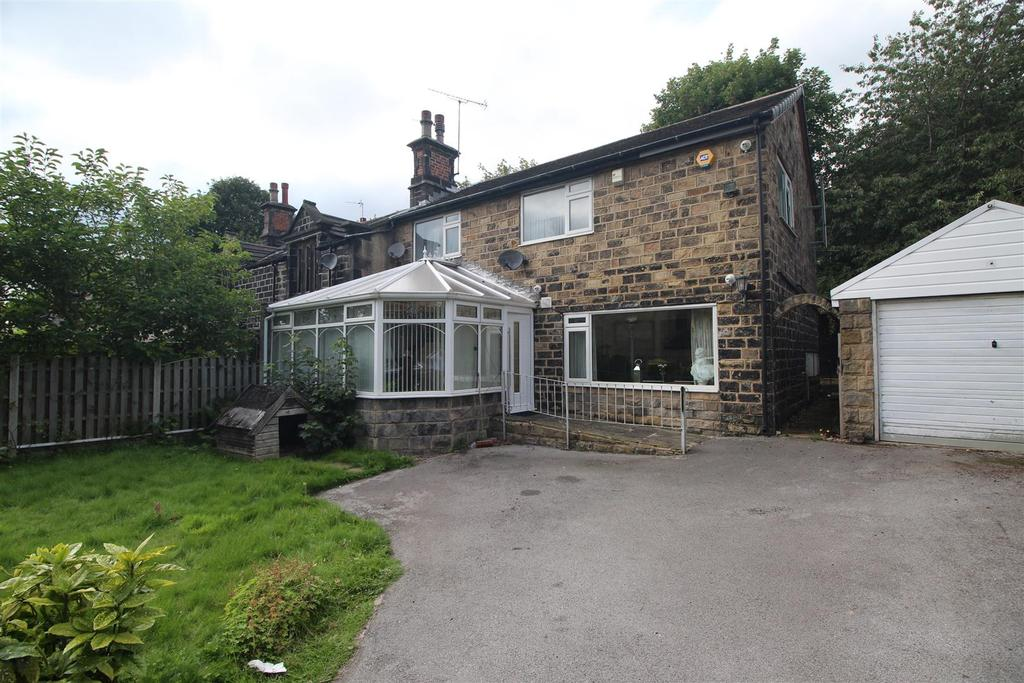 3 Bedrooms Semi Detached House for sale in Wood Lane, Horsforth, Leeds