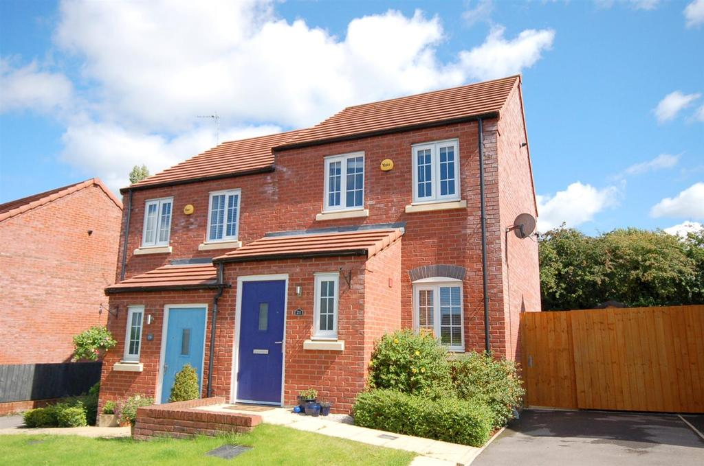 2 Bedrooms Semi Detached House for sale in Elbourne Drive, Scholar Green