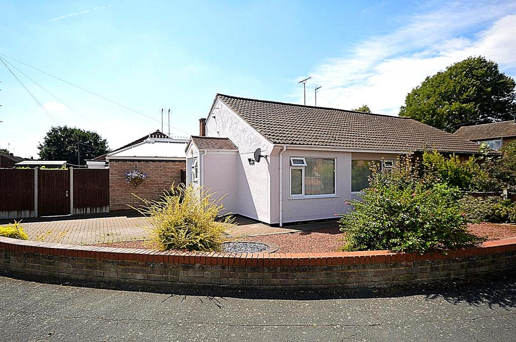 2 Bedrooms Semi Detached Bungalow for sale in Cedar Chase, Heybridge, Maldon, Essex, CM9