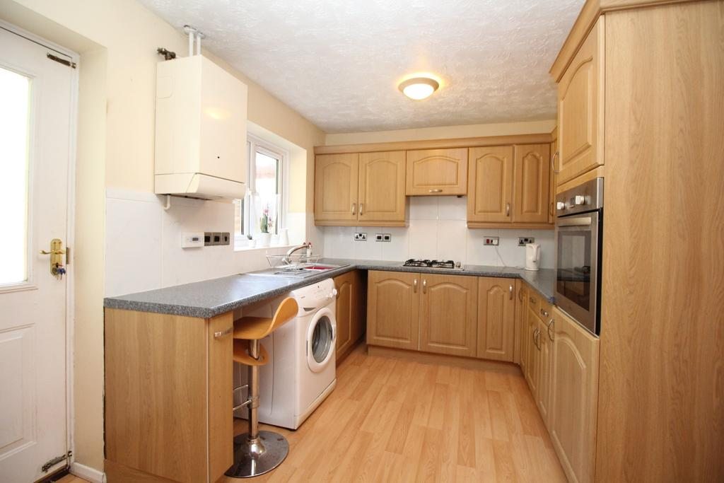 3 Bedrooms Semi Detached House for sale in Set off the main road with woodland to the side.