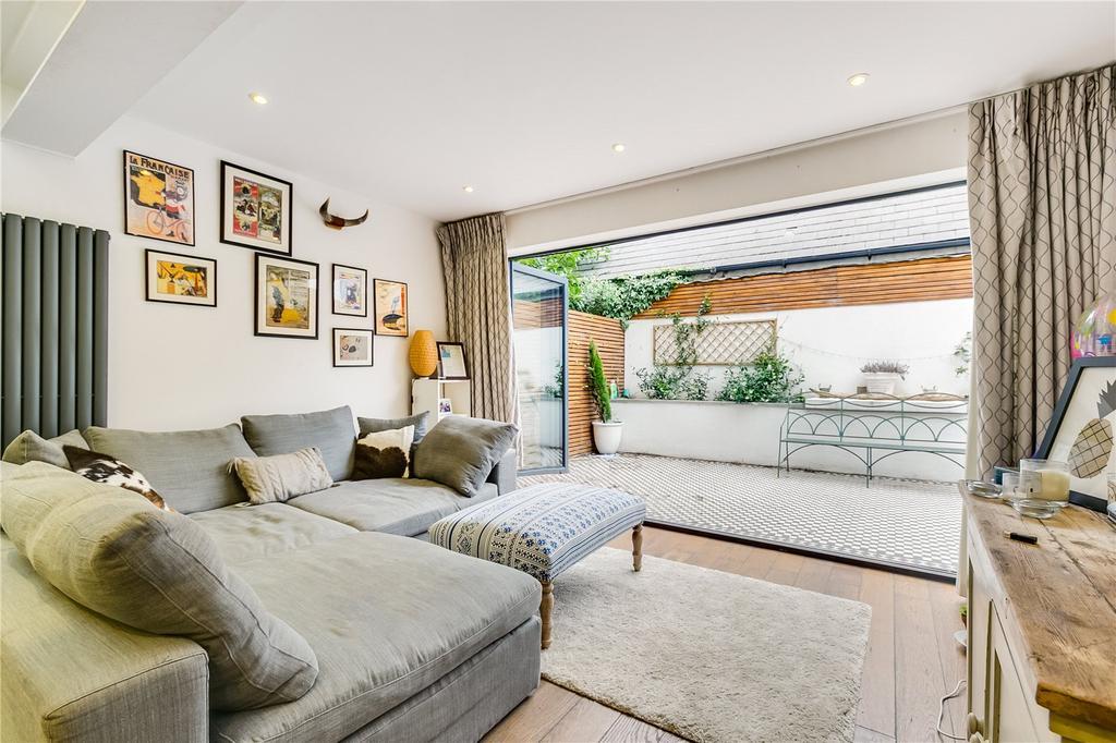 2 Bedrooms Flat for sale in Strathblaine Road, Battersea, London