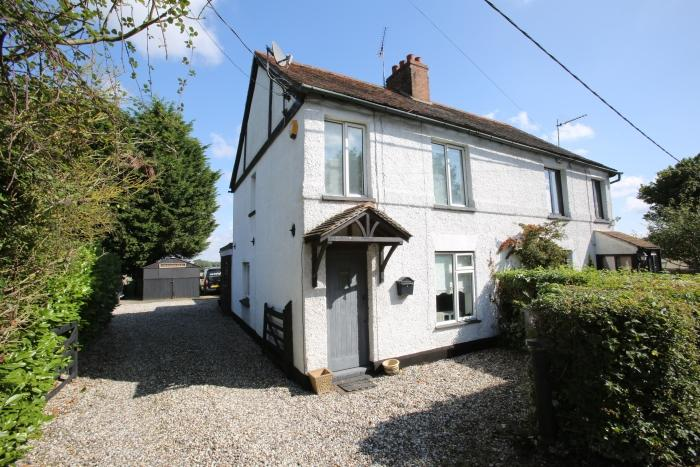 3 Bedrooms Semi Detached House for sale in CHEVERS HALL COTTAGES, CHELMSFORD ROAD, HIGH ONGAR CM5