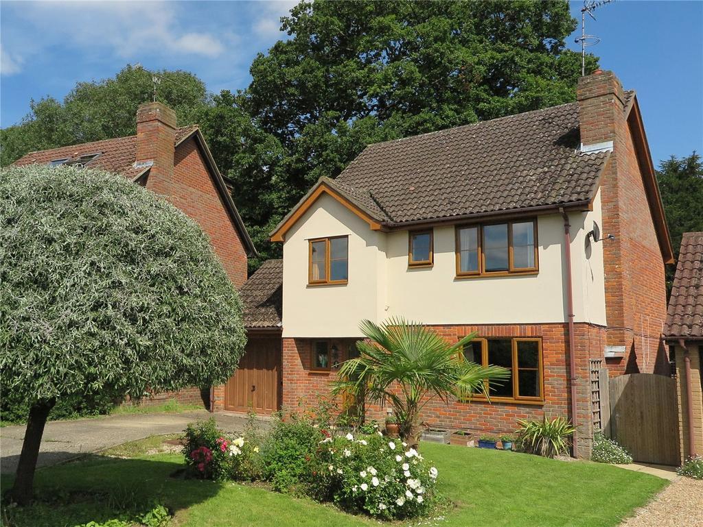 4 Bedrooms Detached House for sale in Broadlands Close, Bentley, Farnham, GU10