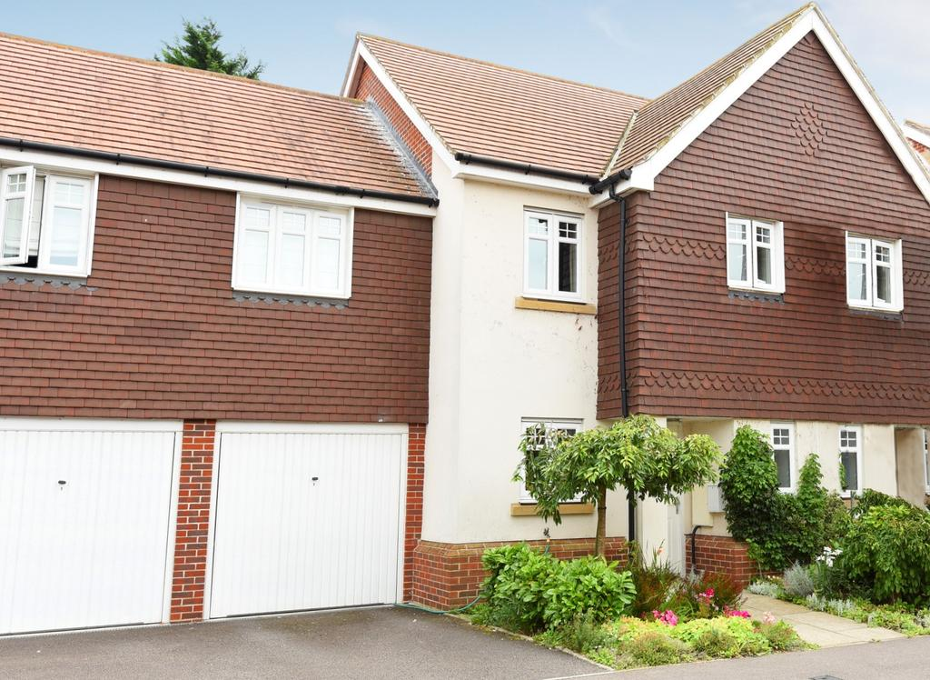 3 Bedrooms Terraced House for sale in Worplesdon