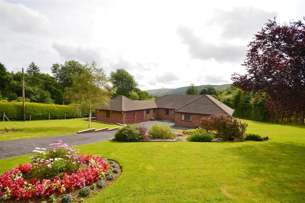 4 Bedrooms Detached Bungalow for sale in Nant Glas, Llandrindod Wells