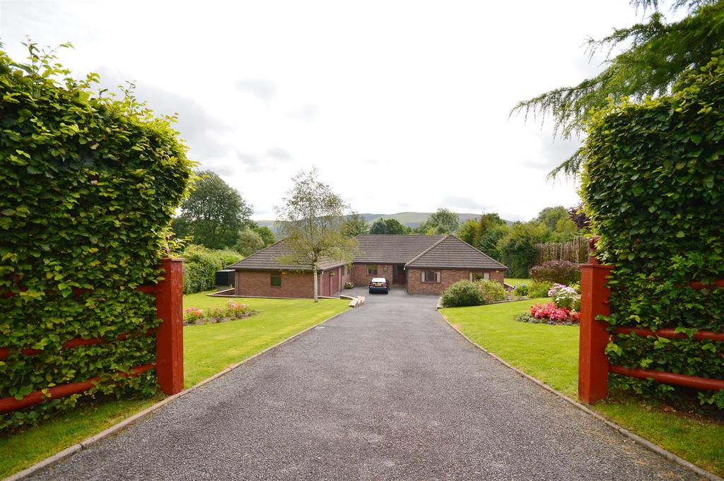 4 Bedrooms Detached Bungalow for sale in Nant Glas, Llandrindod Wells