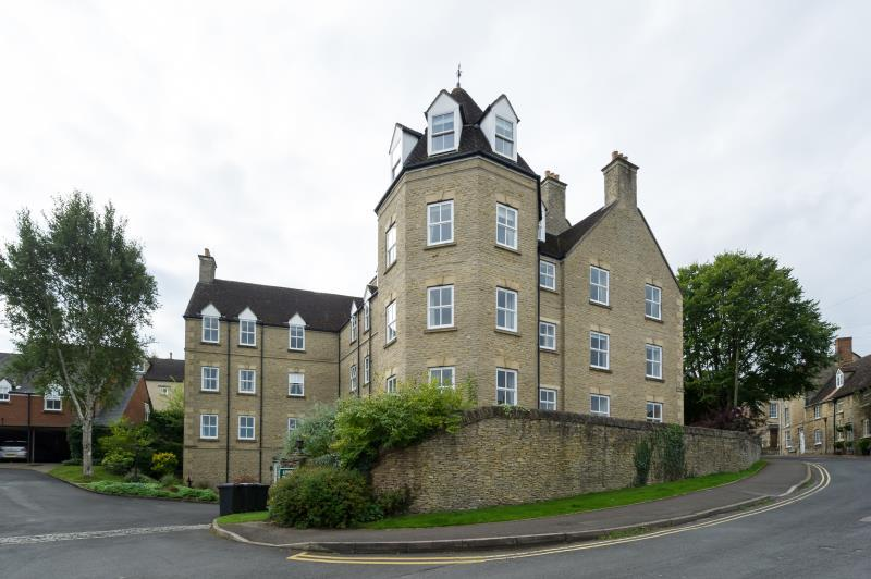 2 Bedrooms Apartment Flat for sale in Upper Brook Hill, Woodstock, Oxfordshire