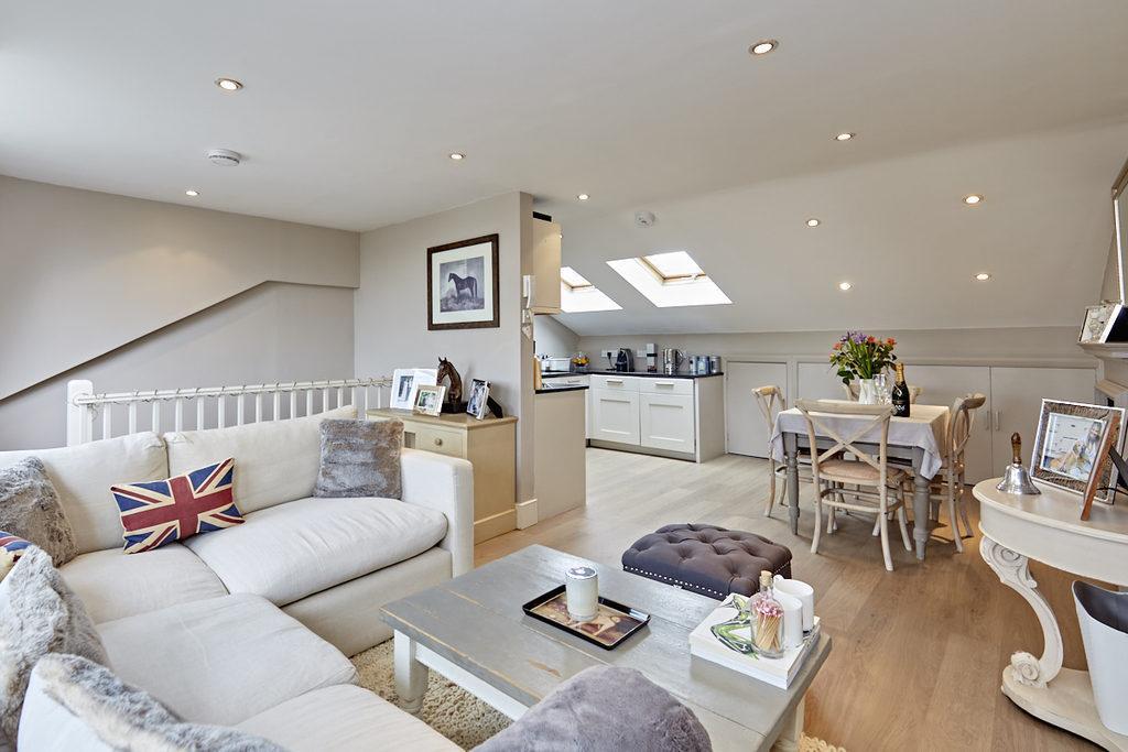 3 Bedrooms Flat for sale in Aynhoe Road, London, W14