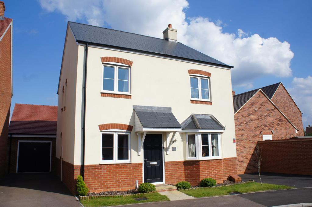 4 Bedrooms Detached House for sale in Smallbrook, Cranfield, Bedfordshire