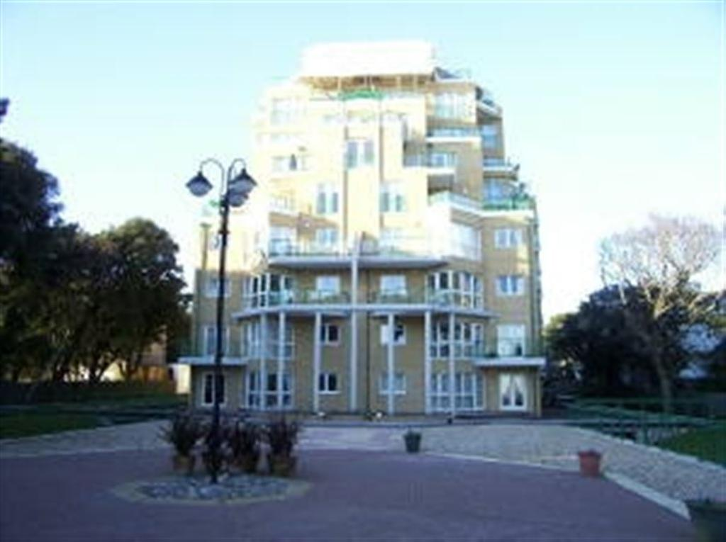 2 Bedrooms Flat for rent in Dunholme Manor, Manor Road, East Cliff, Bournemouth