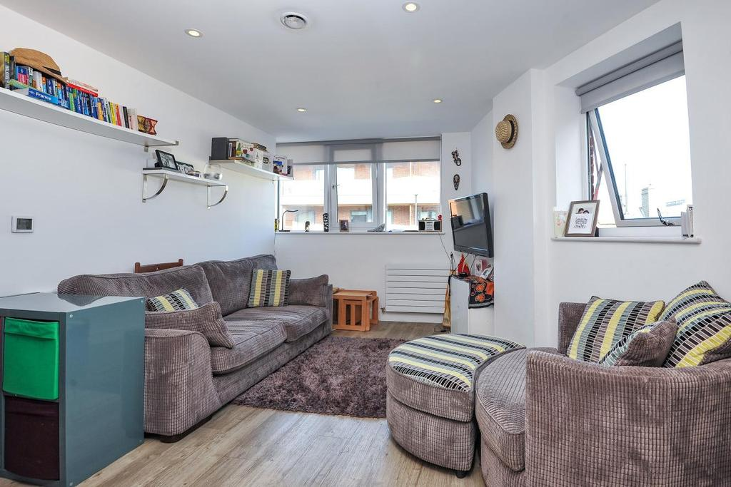 2 Bedrooms Flat for sale in Tooting High Street, Tooting