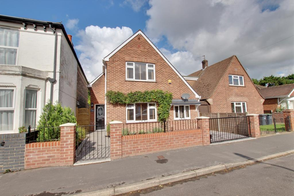 3 Bedrooms Detached House for sale in Denvilles