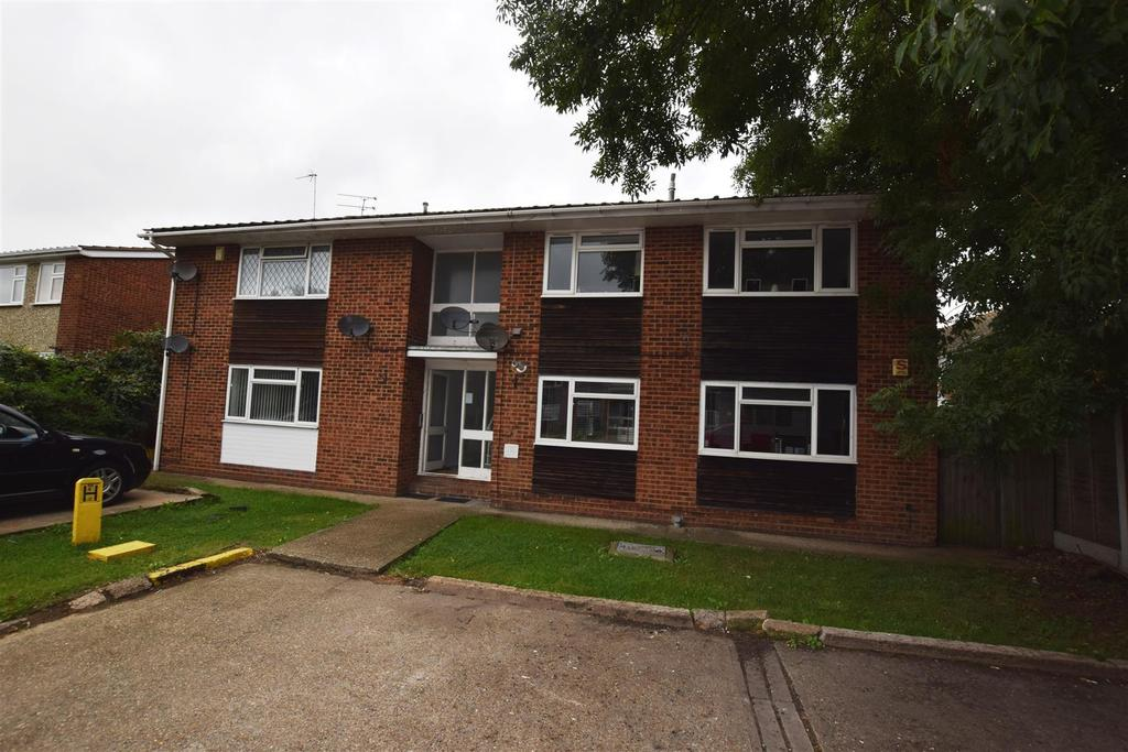 2 Bedrooms Flat for sale in Stella Maris Close, Canvey Island