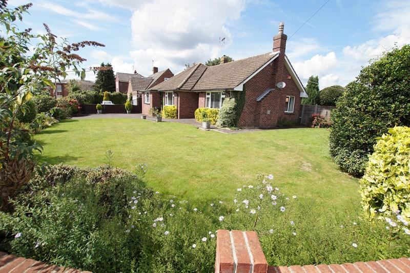 3 Bedrooms Bungalow for sale in Whitecliff Gardens, Blandford Forum