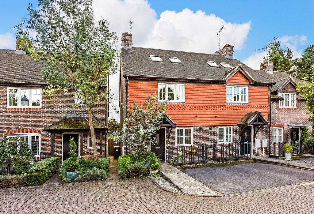 4 Bedrooms End Of Terrace House for sale in Clement Court, Chawton