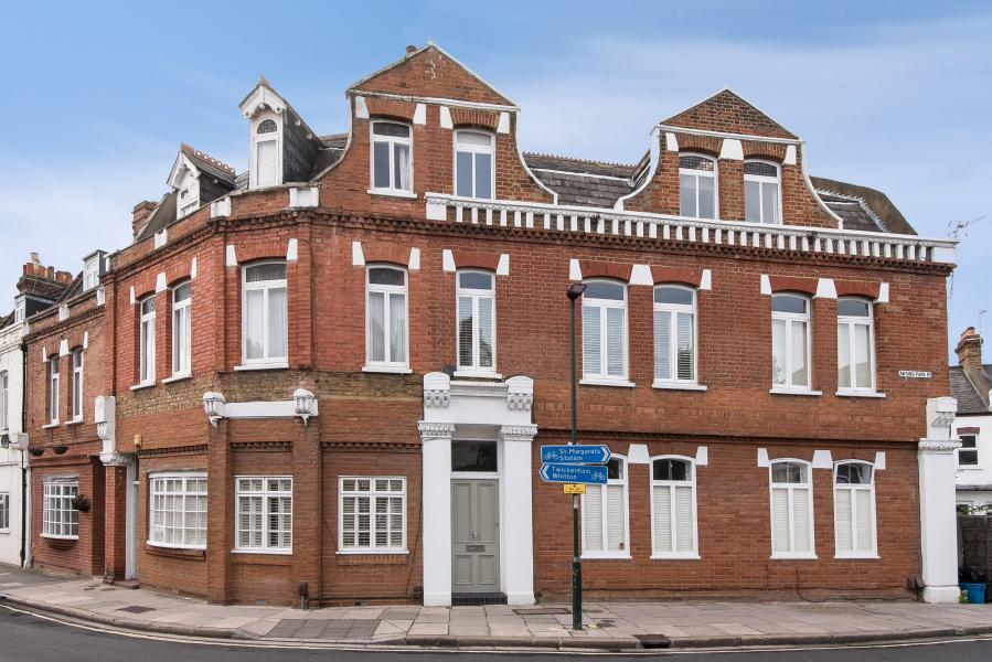 2 Bedrooms Flat for sale in Amyand Park Road, St Margarets, TW1