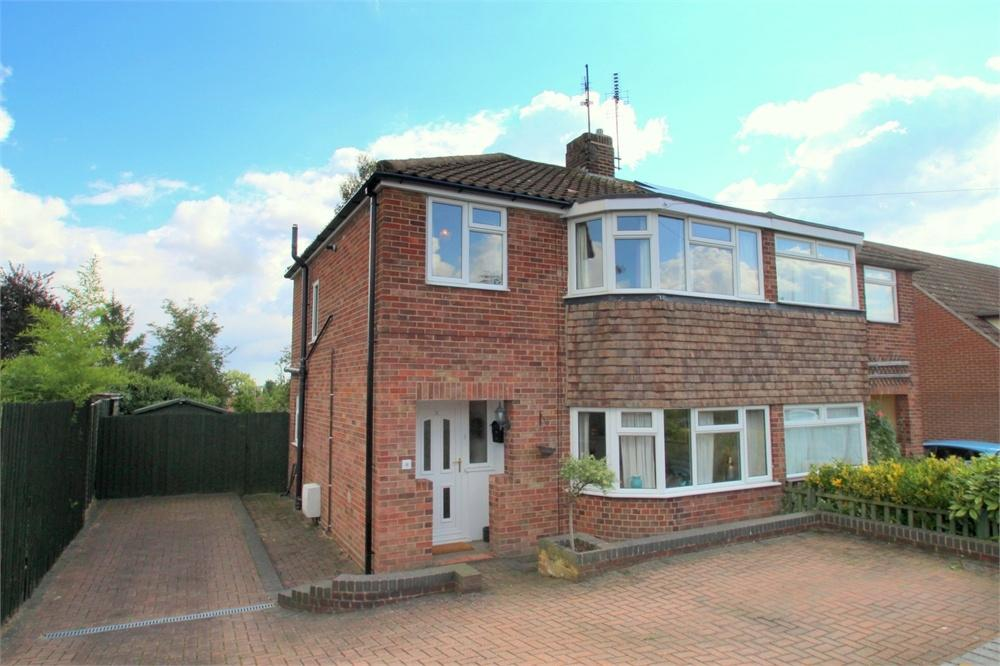 3 Bedrooms Semi Detached House for sale in Enid Way, Colchester, Essex