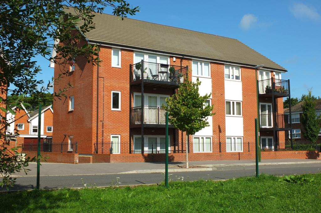 2 Bedrooms Flat for sale in Plymouth Way, Haywards Heath, RH16