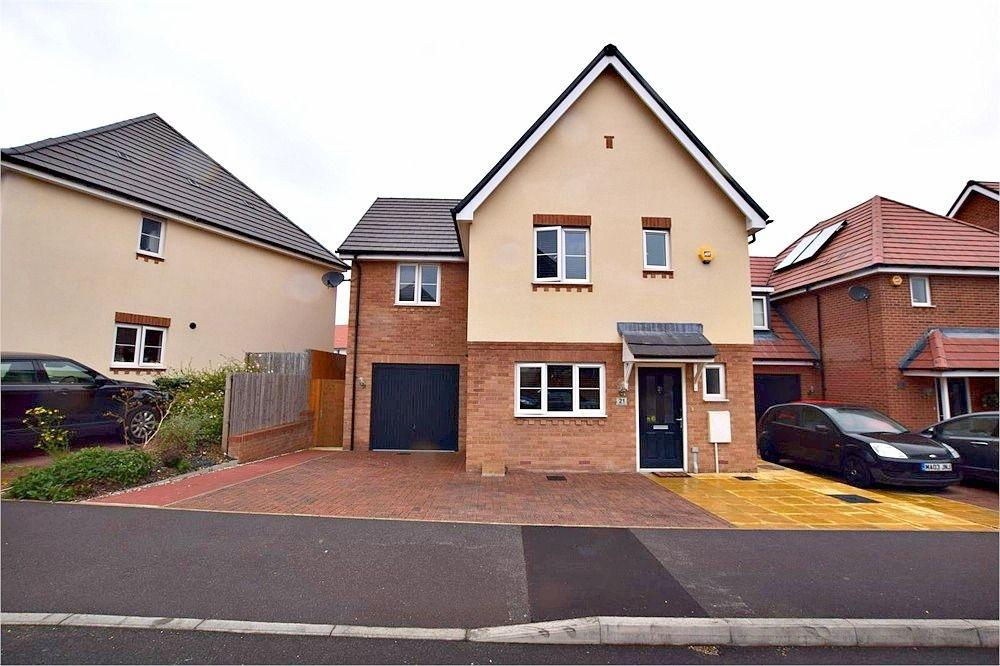 4 Bedrooms Detached House for sale in Bateson Drive, Leavesden, WATFORD, Hertfordshire